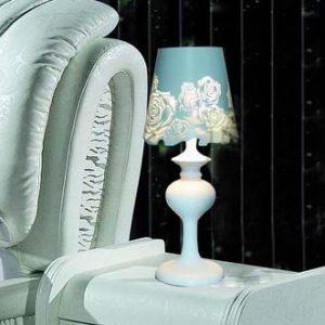 白色花卉造型燈罩台燈